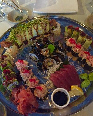 Naru Restaurant and Lounge: Sushi selection
