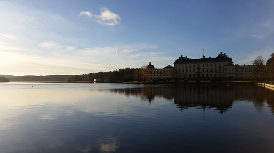 Drottningholm Palace: Blick von der Seeseite