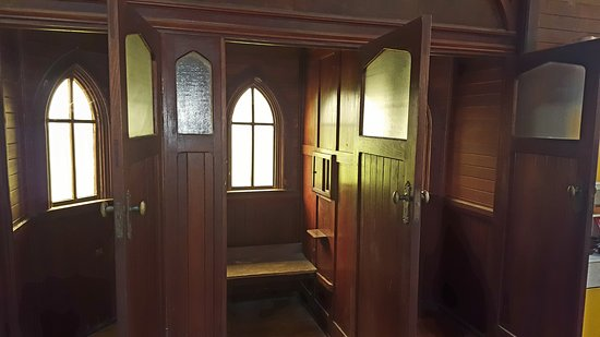 Broadwater, Australia: Confession booth