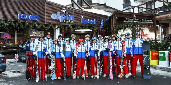Poiana Brasov, رومانيا: Alpin Ski Academy - scoala de ski si snowboard in Poiana Brasov