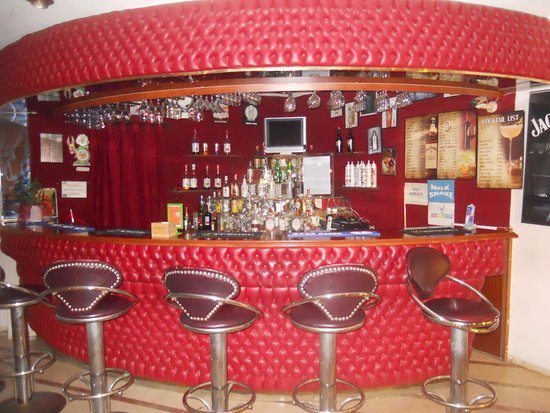 Hotel Nazar: Bar area, adjacent to dining area