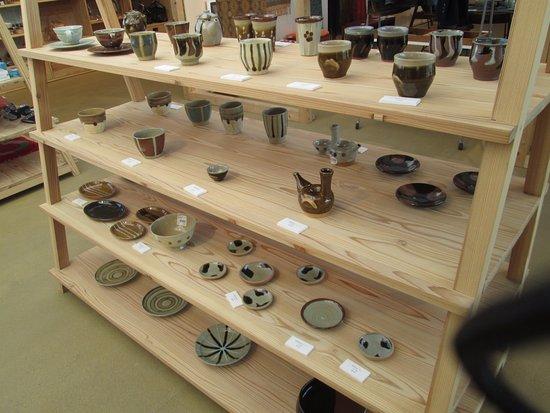 Mashiko-machi, Japan: 益子焼の展示販売