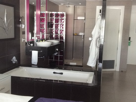 Bathroom Sinks Jamaica jacuzzi bath in from, twin sinks, walk in shower, perfect
