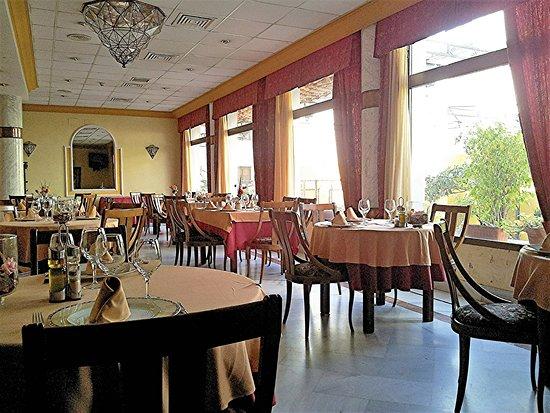 Hotel Averroes: Restaurante con vistas al Patio Típico Cordobés