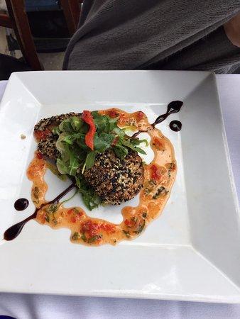 Aqua Seafood Steaks & Raw Bar: Filet de atún revosado