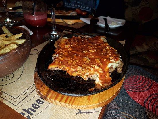 Hotel Royal Victoria: Escalopa napolitana, con salsa de tomate y queso.