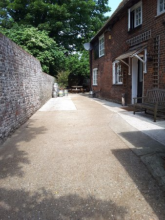 The Kings Head: Off-street parking for guests