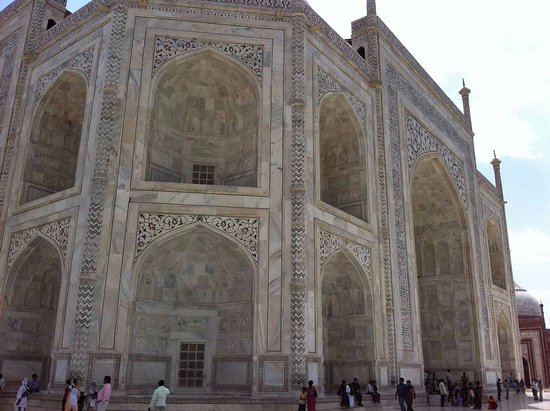Areeba Taj Tours