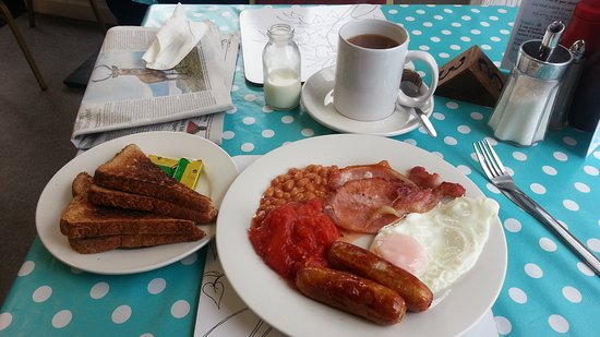 Bromyard, UK: Medium breakfast - everything pictured for £6.50 (Feb 2017)