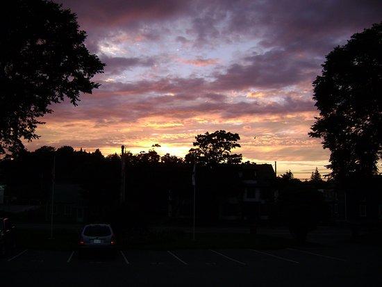 Yarmouth, Canada: Lakelawn Sunset