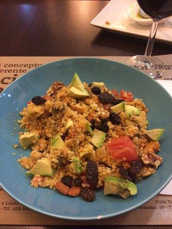 Coki: Couscous mit Gemüse und Nüssen