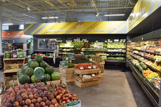 Menomonie, Wisconsin: Specializing in local & organic produce.