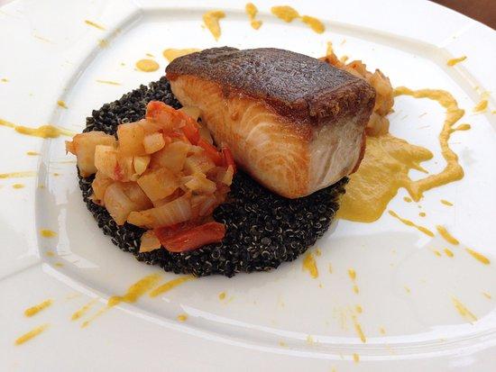 Arba, Italia: Ombrina su tortino di quinoa nera, tortini di finocchi e pomodorini con salsa al curry