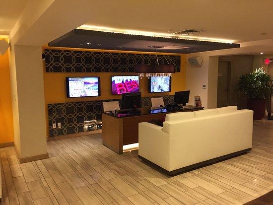 vive hotel waikiki concierge desk - Concierge Desk Design
