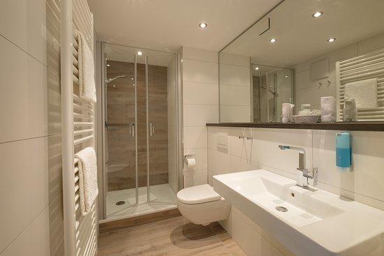 "Hotel Rosenstock: Bad der Kategorie ""Rubihorn"" (neu gebaut im Herbst 2016)"