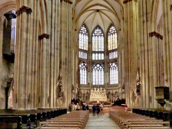 Dom St. Peter: Blick durch die Längsachse des Doms