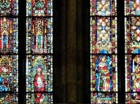 Dom St. Peter: Fenster im Seitenflügel (Nahaufnahme)