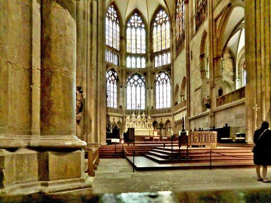 Dom St. Peter: Seitlicher Blick auf den Altarraum