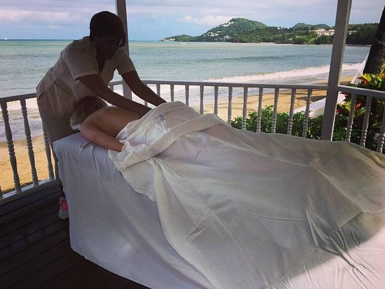 Villa Beach Cottages: Me getting a massage on the beach!