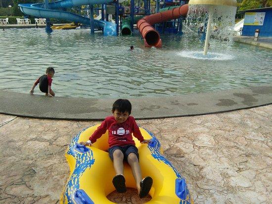 Melaka Wonderland: nice place for family holiday