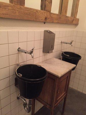 Bunnik, Nederland: Hele leuke toiletten helemaal in het thema