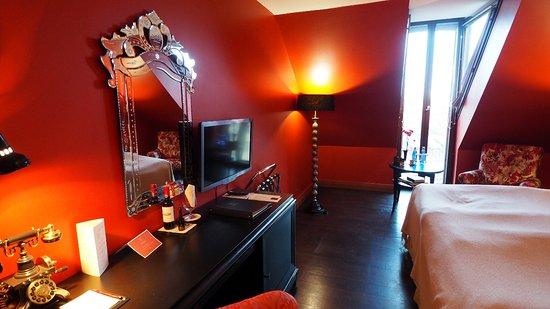 Hotel Telegraaf: The Desk Area