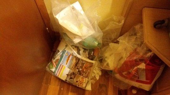 Hotel Santa Costanza: não recolheram lixo por quatro dias