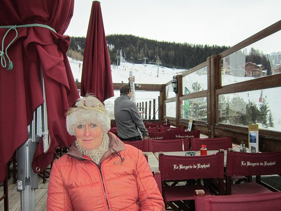 Vallandry, France: Note the glass carrying!