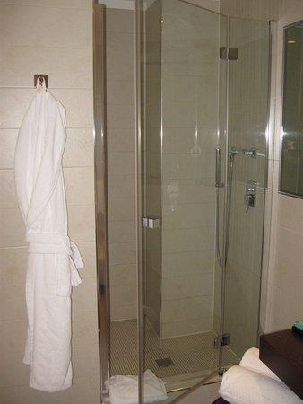 Loft 130) Douche ruimte badkamer beneden - Picture of Devero Hotel ...