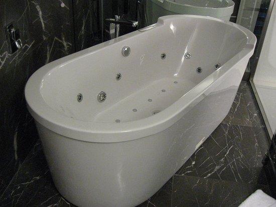 Loft 130) Heerlijk bad in badkamer boven - Picture of Devero Hotel ...