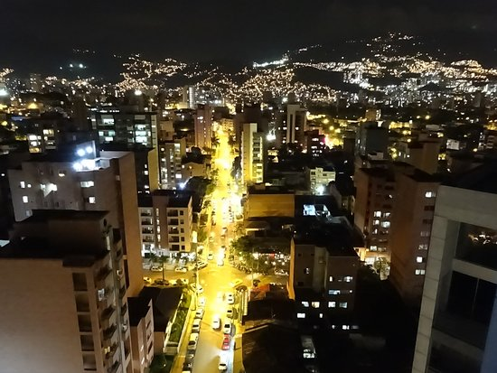 ‪إنتو هوتل: Night in Laureles, from atop the Inntu‬