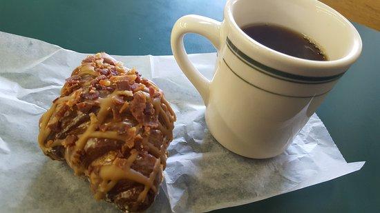 Fergus Falls, MN: Crack Carmel Croissant