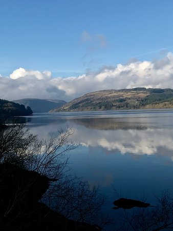 Llangadfan, UK: View from Celyn lodge and nearby lake
