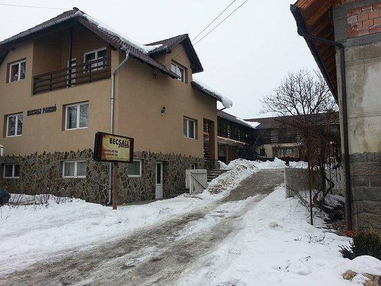 Bisericani, Romania: A panzió bejárata...