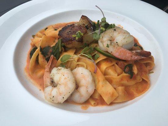 The Boathouse at Rocketts Landing Restaurant: Scallops, shrimp & pasta