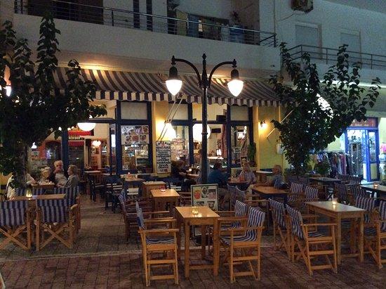 Cafe Yannis Place: Abend in der Nachsaison