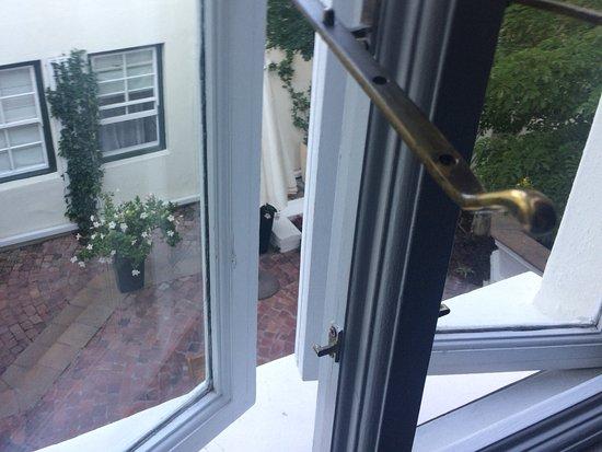 Nine Flowers Guest House: Blick aus dem Zimmer