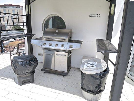 H Rado Hostel: Outdoor grill