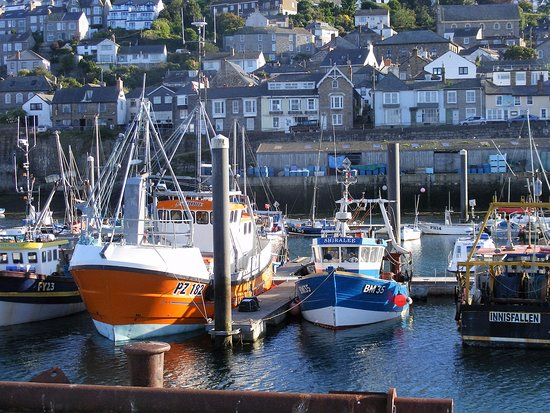 Newlyn, UK: View of the harbour and guest house in the background