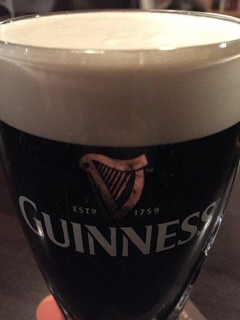 The 3 Tells Irish Pub: Guinness
