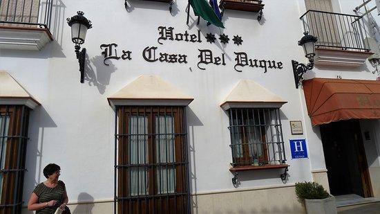 Hotel La Casa del Duque: front of hotel