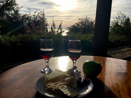 Ventana Inn & Spa: Complimentary Wine & Cheese Happy Hour
