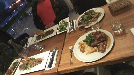 Villeseque-des-Corbieres, Frankrig: Quatre belles assiettes