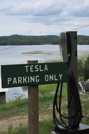 Gilmour, Canada: 2 Tesla charging stations free for overnight guests