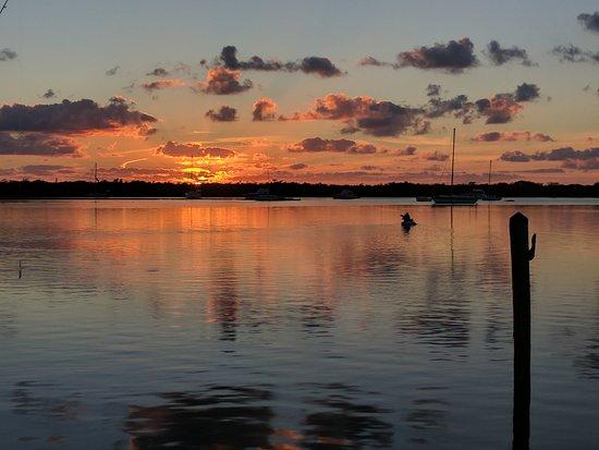 Coconut Palm Inn: Sunset from pier