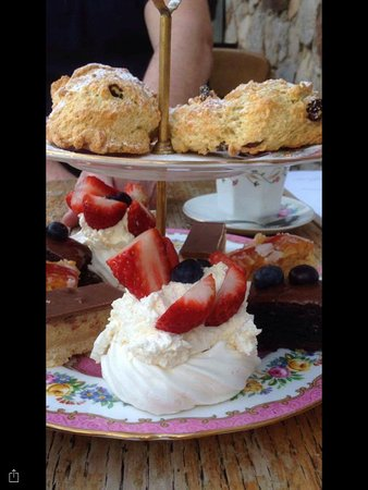 Scorton, UK: Nice selection of cakes and scones.