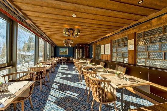Hotel Eiger Restaurant : Morning sun in the snack restaurant