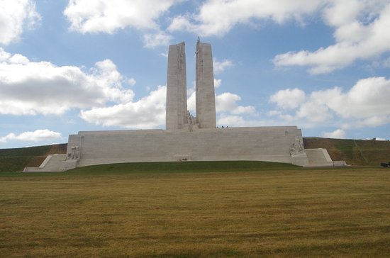 Vimy, Francia: Front from hill side