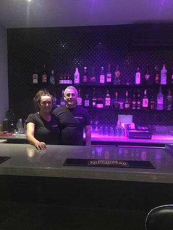 Adelante bar