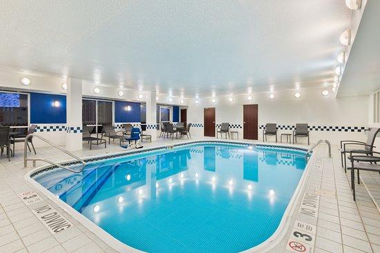 Fairfield Inn Albany University Area: Indoor Pool